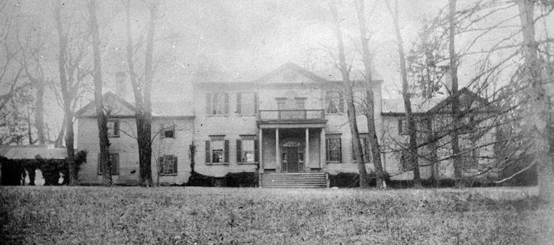 Black and white photograph of Ravensworth Mansion.